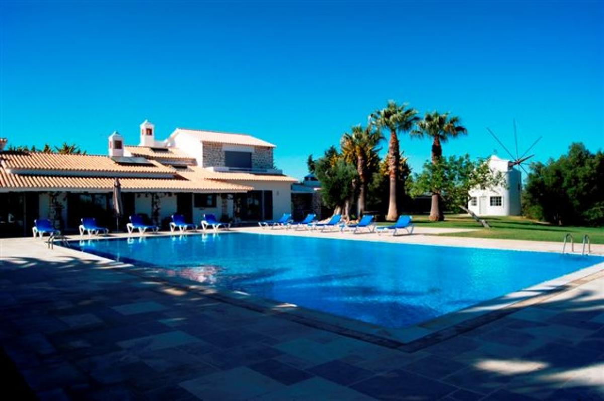 Coruja huur uw vakantievilla met zwembad in portugal algarve albufeira omgeving - Zwembad omgeving ...